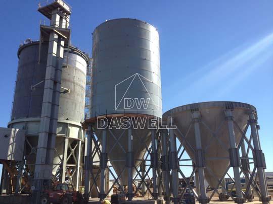 Silos de cemento atornillados cuentan con gran capacidad.