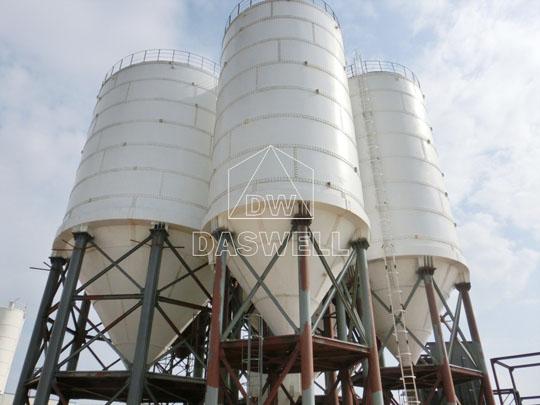 Planta de concreto está equipada con silo de cemento tipo atornillado.