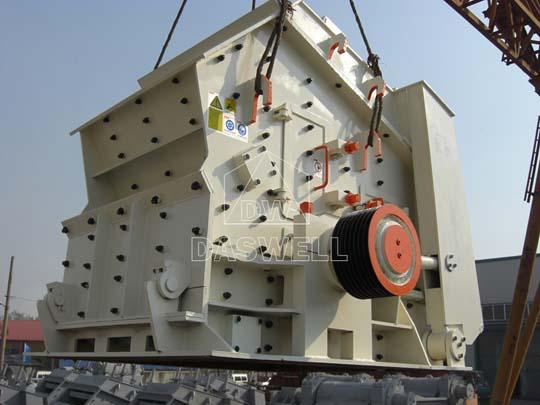 Trituradora de impacto hidráulica utiliza para triturar varios materiales de hasta 700mm.