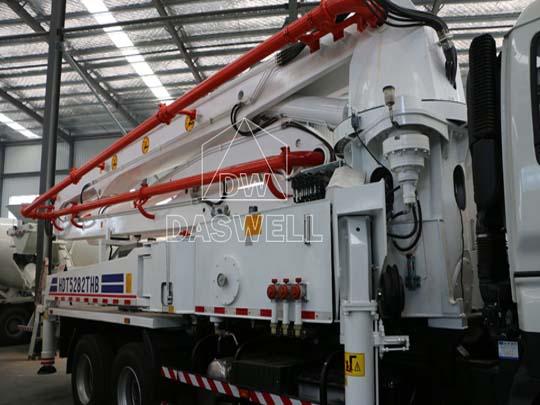 Camión bomba concreto cuenta con pluma excelente